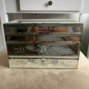 Mirrored jewelry box